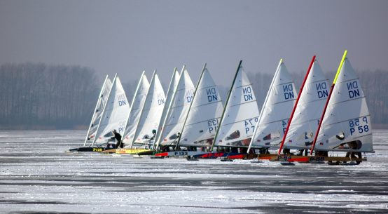 Iceboats line up to race.