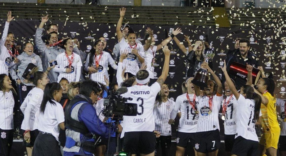 Corinthians celebrate their trophy. Phot: Bruno Teixeira Rolo/Corinthians